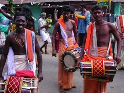 Indian men playing drums on walk, by Insider Tours